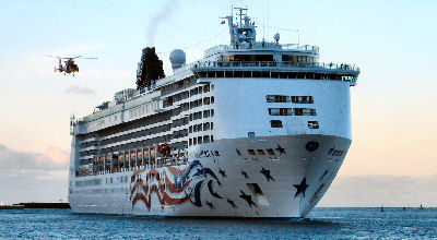 Pride of America arrives in Honolulu Hawaii